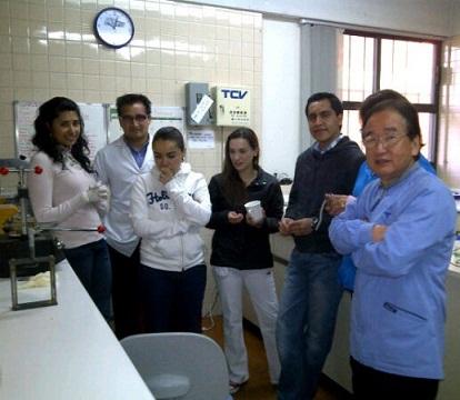 EL DR. TOSHIO KUBODERA ITO (a la derecha)